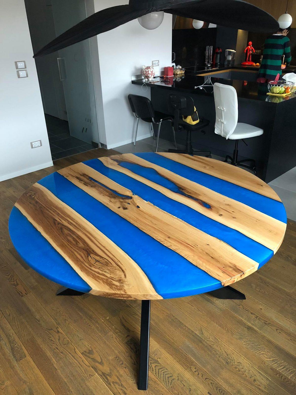 кръгла синя смола Трапезарна маса - Lotte